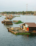 Asiatiskt vattenbruk, LaNga flod som svävar huset Royaltyfri Bild