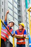 Asien architect and supervisor on construction site Royalty Free Stock Photography