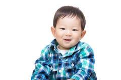 Asien behandla som ett barn den lyckliga pojkekänseln arkivfoton