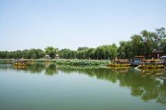 Asien China, Peking, Beihai Park, Sommergartenlandschaft, der Lotosteich, das Boot Stockfoto