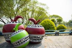 Asien China, Peking, Sun-Palast-Park, Landschaftsskulptur, Apfel Lizenzfreies Stockbild
