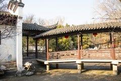 Asien China, Peking, Zizhuyuan-Park-, Landschaftsarchitektur, die Weißwände und graue Fliesen, Pavillon, Galerie stockbild