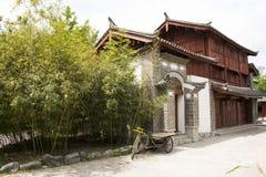 Asien-Chinese, Peking, China Minzu Yuan, Naxi-minorityï ¼ ŒResidence Stockbilder
