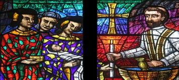 Asien fönster i Votiv Kirche i Wien Fotografering för Bildbyråer