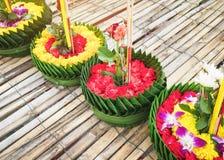 Asien för Loy Krathong Thailand Festival Flower hantverkgarnering kultur royaltyfria foton