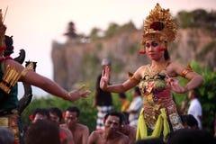 ASIEN INDONESIEN BALI ULU WATU DANSTRADITION Royaltyfri Fotografi