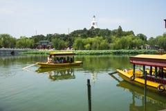 Asien Kina, Peking, Beihai parkerar, trädgårds- landskap för sommar, kryssning Royaltyfria Foton