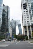 Asien, Kina, Peking, för central affär för CBD område, gata, högväxta byggnader och modern arkitektur Arkivfoto
