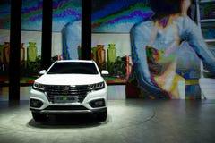 Asien Kina, Peking, internationell utställning för bil 2016, inomhus mässhall, Roewe bilar, inkopplingshybrid- SUV - eRX5 Arkivbild