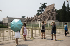 Asien Kina, Peking, ordförande Mao Memorial Hall, skulptur Arkivbild