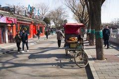 Asien Kina, Peking, Shichahai sceniskt område, stånggata, rickshawen Fotografering för Bildbyråer