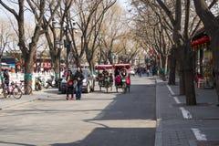 Asien Kina, Peking, Shichahai sceniskt område, stånggata, rickshawen Arkivbilder