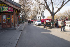 Asien Kina, Peking, Shichahai sceniskt område, stånggata, rickshawen Royaltyfria Bilder
