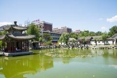 Asien Kina, Peking, storslagen siktsträdgård, landskapsarkitektur, Qin Fang Pavilion Bridge Fotografering för Bildbyråer