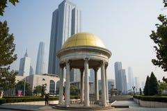 Asien Kina, Tianjin, musik parkerar, den runda paviljongen Royaltyfria Foton