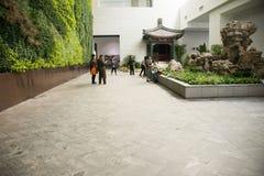Asien kines, Peking, Kina trädgårds- museum, inomhus mässhall Fotografering för Bildbyråer