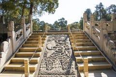 Asien kines, Peking, Ming Dynasty Tombs, Dingling museum, Okimichi, snida för sten royaltyfri foto