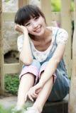 Asien-Mädchenentspannung im Freien Stockbild