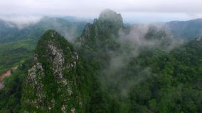 Asien Moutain mit clounds Stockfotos