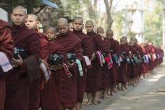 ASIEN MYANMAR MANDALAY AMARAPURA MAHA GANAYON KYAUNG KLOSTER Arkivfoto