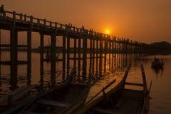 ASIEN MYANMAR MANDALAY AMARAPURA U BEIN BRO Arkivbild