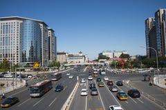Asien och Kina, Peking, stadstrafik, tvärgator, royaltyfri bild