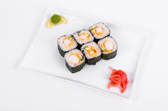 asien Rolls mit Garnele auf einer weißen Platte auf einem weißen Hintergrund Lizenzfreies Stockbild