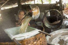 ASIEN THAILAND SAMUT SONGKHRAM GÖMMA I HANDFLATAN SOCKER Royaltyfria Bilder