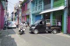 Asien trafik - nära den Pabean marknaden Surabaya royaltyfria foton