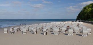Asiento de la playa en Ostseebag Sellin, Alemania foto de archivo