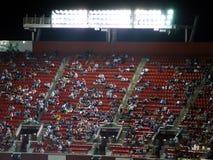Asiento del estadio en el partido nocturno Imagen de archivo libre de regalías