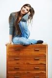 Asiento modelo joven en el armario para la ropa Fotografía de archivo libre de regalías