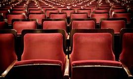 Asiento rojo del teatro del terciopelo en Montevideo, Uruguay Imagen de archivo