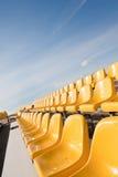 Asientos amarillos Foto de archivo