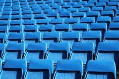 Asientos azules del estadio imagen de archivo