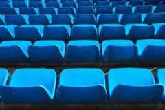 Asientos azules en un estadio Foto de archivo libre de regalías