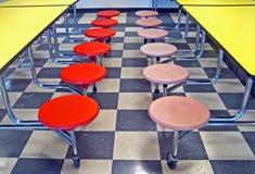 Asientos de la cafetería de escuela Fotos de archivo