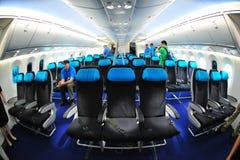 Asientos de la clase de economía en Boeing 787 Dreamliner en Singapur Airshow 2012 Imagenes de archivo