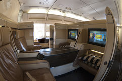 Asientos de la primera clase en un Airbus Fotografía de archivo