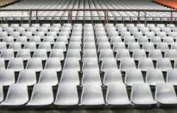 Asientos del estadio imagenes de archivo