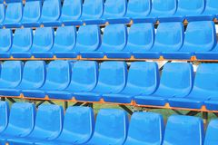 Asientos plásticos azules Fotos de archivo libres de regalías