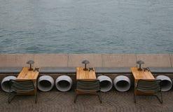 Asientos por el mar Imágenes de archivo libres de regalías