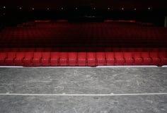 Asientos rojos del teatro Foto de archivo
