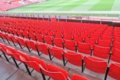Asientos rojos en el estadio de fútbol Imágenes de archivo libres de regalías
