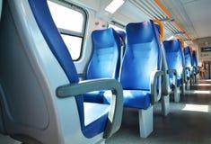Asientos vacantes y tren italiano Imagenes de archivo