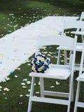 Asientos y bouuquet de la boda Imagen de archivo