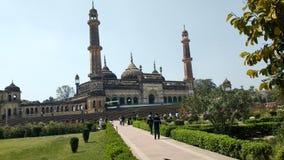 Asifi moské i den Bada Imamabada universitetsområdet lucknow royaltyfria bilder