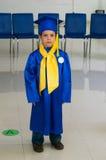 Asilo graduato del ragazzo immagini stock