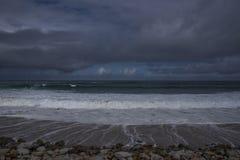 Asilomar在岩石岸的国家海滩 免版税库存照片