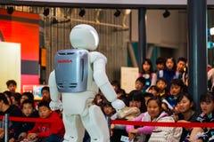 Asimo, el robot del humanoid foto de archivo
